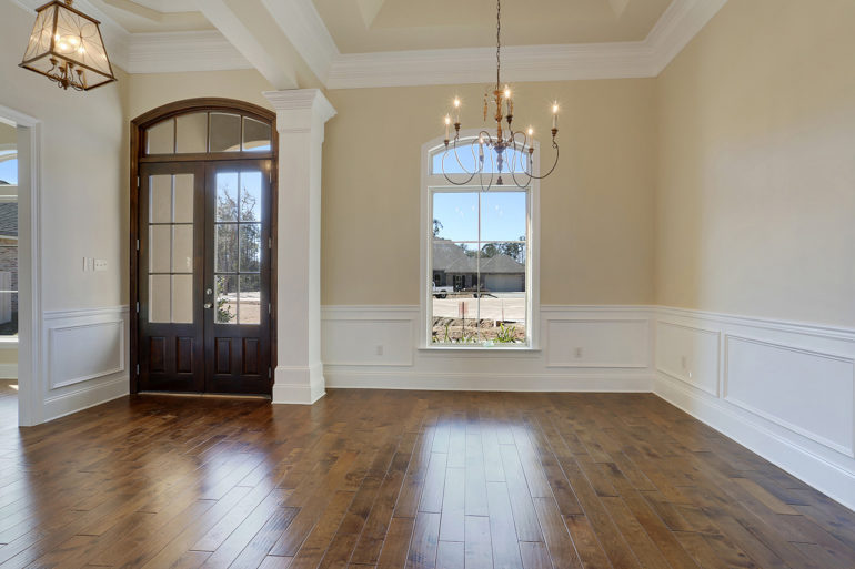 single family home dining foyer wainscoting