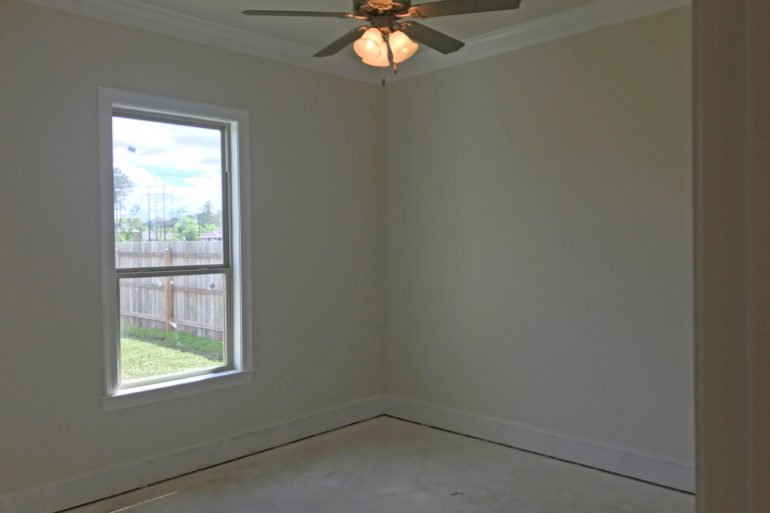 madisonville home guest bedroom